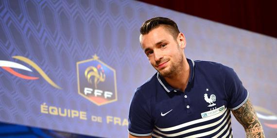 Mathieu Debuchy en conférence de presse avec l'équipe de France