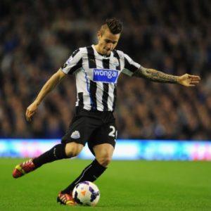 Mathieu Debuchy sous le maillot de Newcastle en premier league