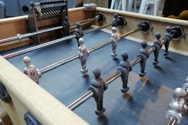 Baby-foot en bois décapé - Debuchy By Toulet