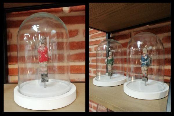 Cloche en verre déco vintage avec joueurs de baby foot