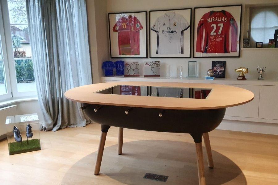 Baby-foot transformable en table par Toulet